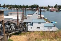House boats along the Columbia River